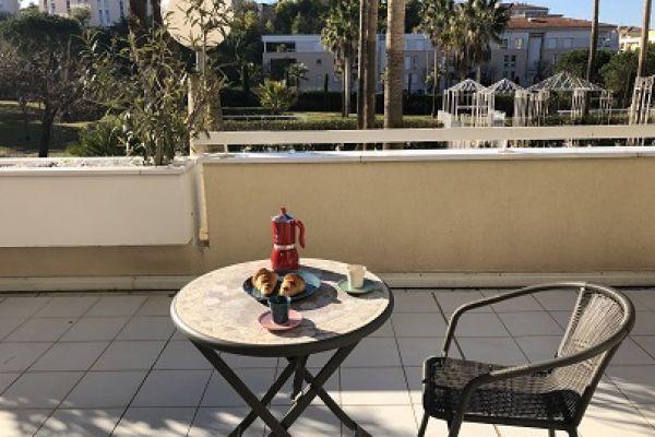terrasse-lille-bord28D316961-7658-5135-F0C5-07A8DEDEB4F9.jpg